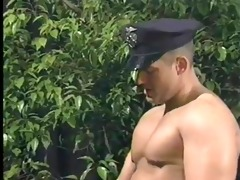 police officer tops tommy cruise