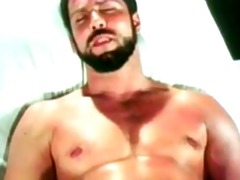 muscle guy jerk-off (vintage but still hot)