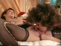 sexy lesbian babes from the old days eat